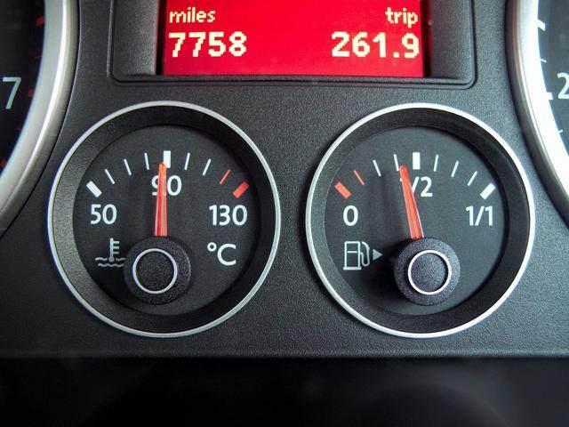 汽车仪表盘上那么多灯都有什么用?