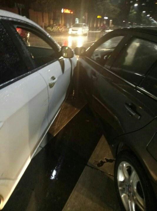 这种情况下右转和直行发生事故右转负主责吗